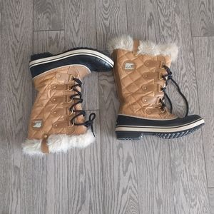 Beautiful boots by Sorel🍀🌸🌸